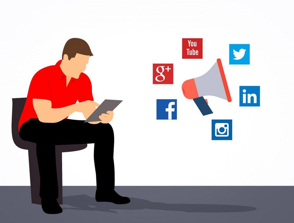 közösségi média kapcsolat
